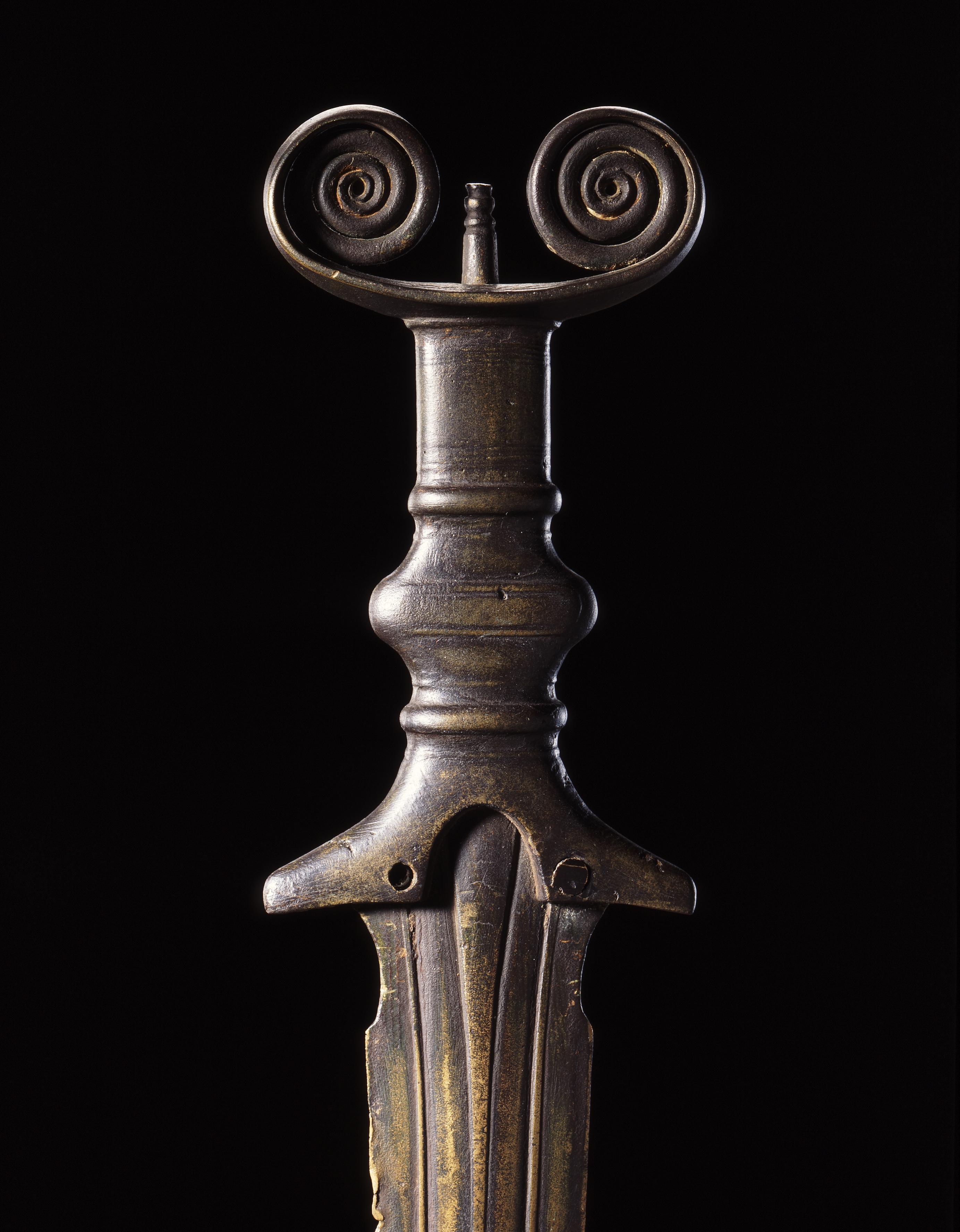 Vollgriffschwert aus Bronze mit Antennengriff und doppeltem Spiralknauf, 9. Jh. v.u.Z. (c) Landesmuseum Württemberg, Stuttgart. Foto: Peter Frankenstein, Hendrik Zwietasch