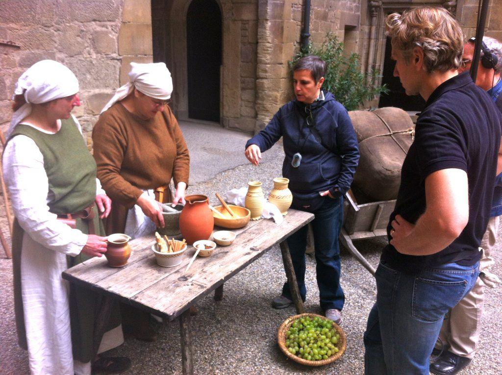Regisseurin Mirella Pappalardo mit den Geschichtsdarstellerinnen Diana Kunze und Doro Braun-Zeuner.